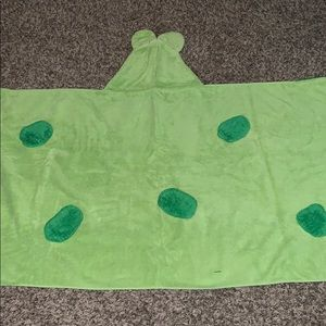 Hooded frog bath towel
